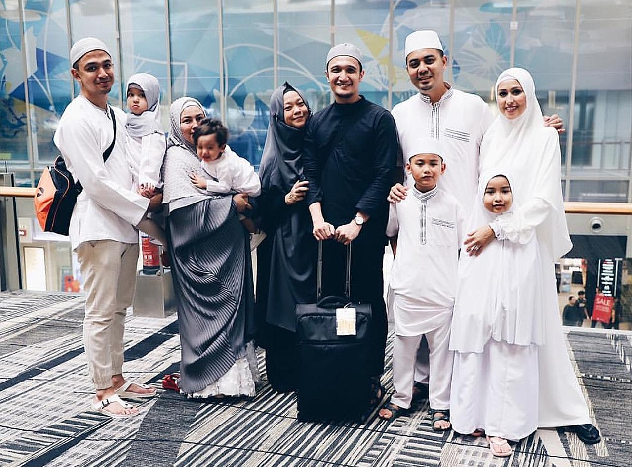 3 artis jalani ibadah umrah bersama dengan keluarga masing-masing