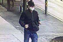Polis cari maklumat tentang lelaki dipercayai rompak SingPost