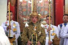 Thailand crowns its newly-wed king in elaborate ceremony
