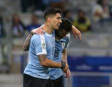 Cavani, Suarez ganding bahu benam Ecuador