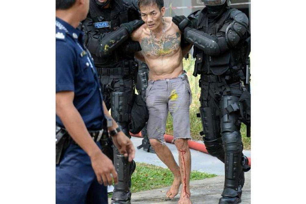 Lelaki yang mengunci dirinya dan ibunya dalam flat di Ang Mo Kio mereka ditangkap polis pada Jumaat, 1 April.