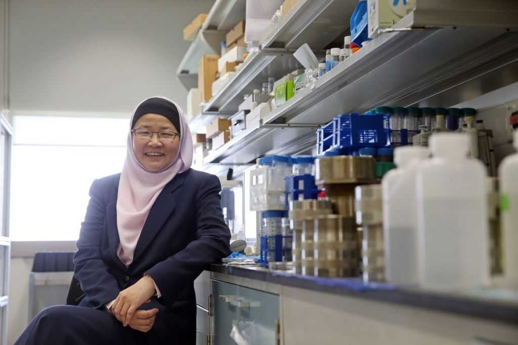 """Profesor Jackie Ying telah memenangi pelbagai anugerah, termasuk dinamakan sebagai antara """"100 Jurutera Era Moden"""" oleh Institut Jurutera Kimia America pada 2008."""