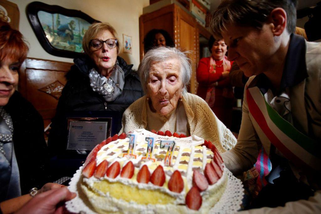 Cik Emma Morano menyambut ulang tahun ke-117 beliau pada Selasa (29 Nov) di Verbania, Italy.