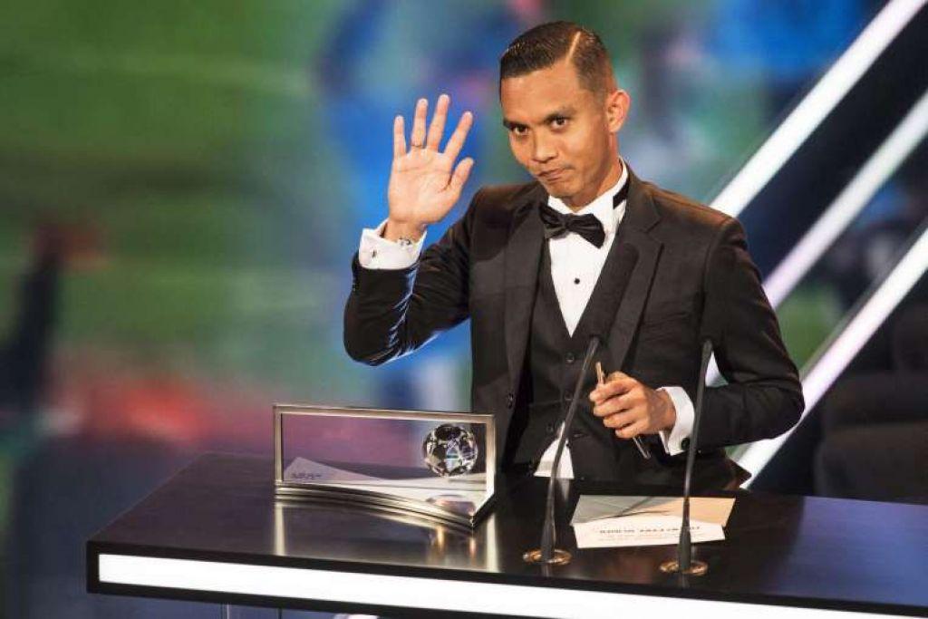 Mohd Faiz Subri daripada pasukan Liga Super Malaysia Pulau Pinang memenangi anugerah gol terbaik 2016 bagi sepakan percuma 35m di mana bola membelok mengelirukan hingga membuat penjaga gol terkaku.