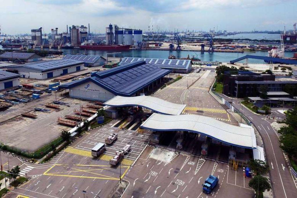 Pelabuhan Jurong, sebuah pelabuhan pelbagai guna.