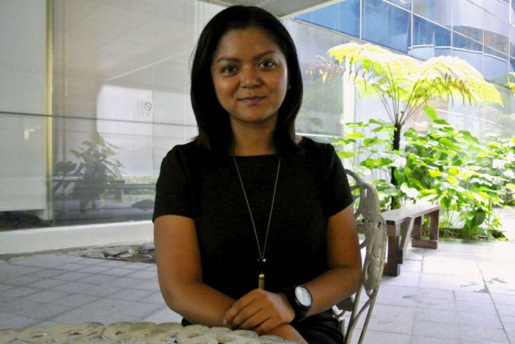 PENGIKTIRAFAN BAGI ANAK SINGAPURA: Cik Farida Alkaff dinobat sebagai antara 10 penasihat undang-undang korporat terbaik dunia bagi kategori usia 30-an tahun oleh persatuan di Amerika Syarikat. - Foto PUTRI MARDHIYAH YAZID