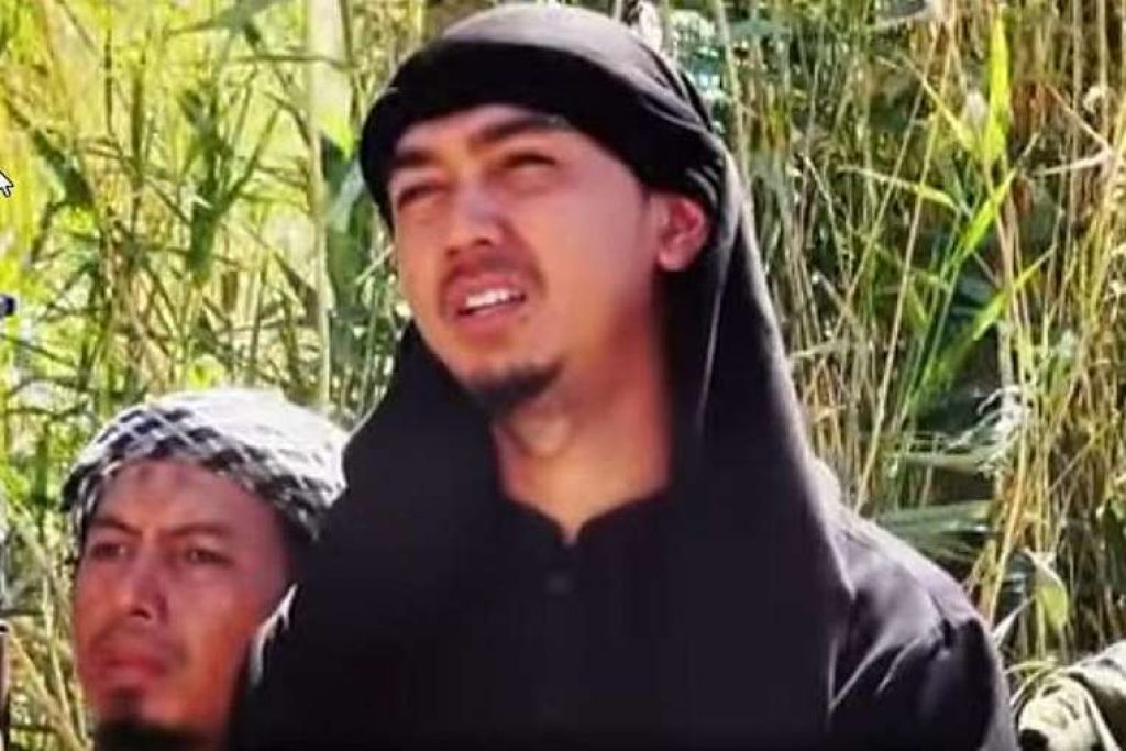 Bahrumsyah dilaporkan dipilih sendiri oleh pemimpin ISIS, Abu Bakr al-Baghdadi, untuk memimpin Katibah Nusantara, iaitu unit pertempuran kepulauan Melayu yang berpangkalan di Raqqa. .SCREENGRAB: TRAC / YOUTUBE