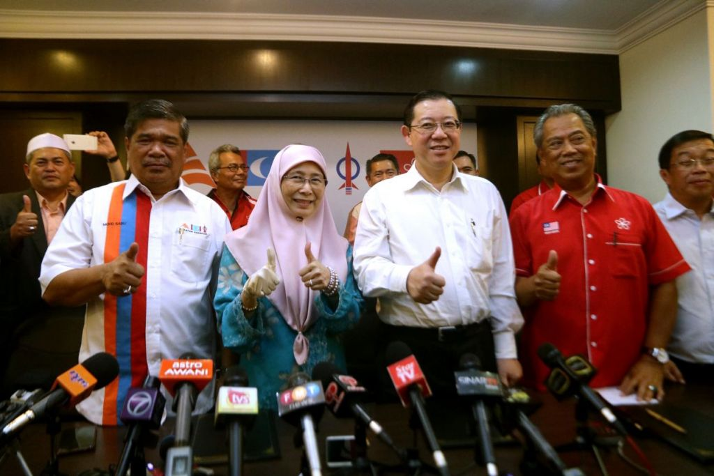 Pemimppin Pakatan Harapan (dari kiri) Encik Mohamad Sabu daripada Amanah, Datin Dr Wan Azizah Ismail daripada PKR, Encik Lim Guan Eng daripada DAP, dan Tan Sri Muhyiddin Yassin daripada PPBM.