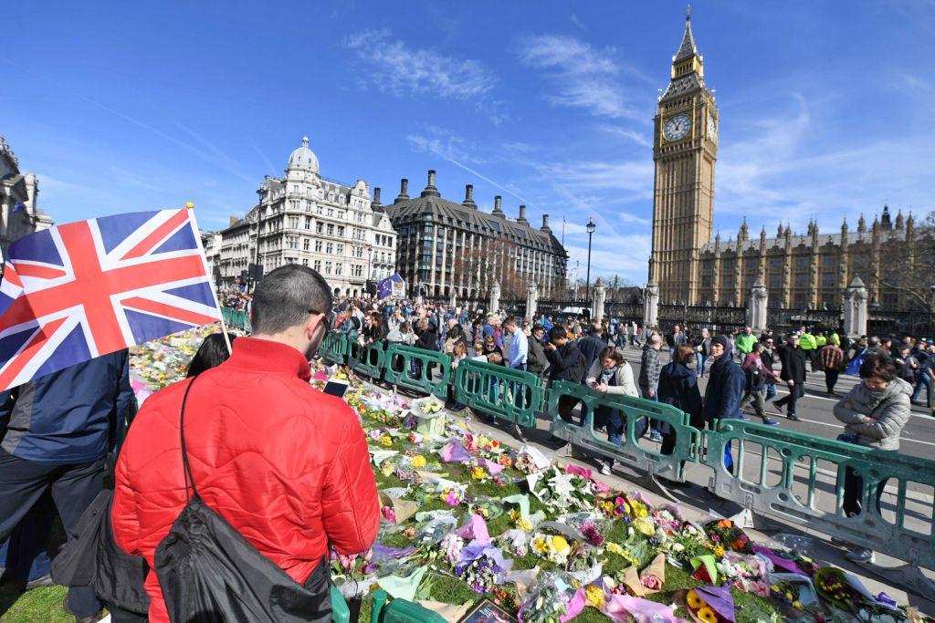 Polis percaya penyerang bertindak sendirian SERANGAN PENGGANAS DI LONDON