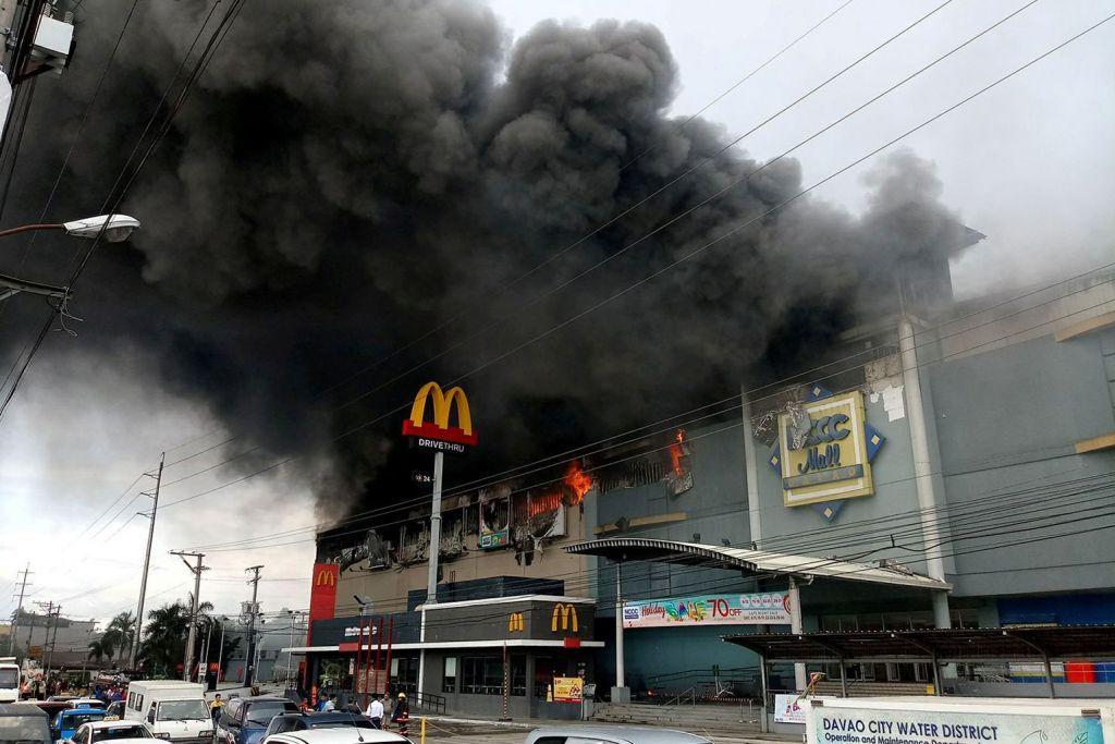 Hingga 37 dipercayai maut dalam kebakaran pusat beli-belah Filipina