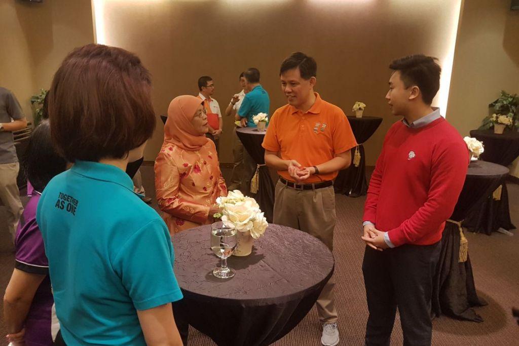 CABARAN PRESIDEN: Puan Halimah melancarkan Cabaran Presiden 2018 di penyampaian anugerah biasiswa Kesatuan Pekerja Penjagaan Kesihatan (HSEU) di Downtown East pada Ahad 11 Februari.