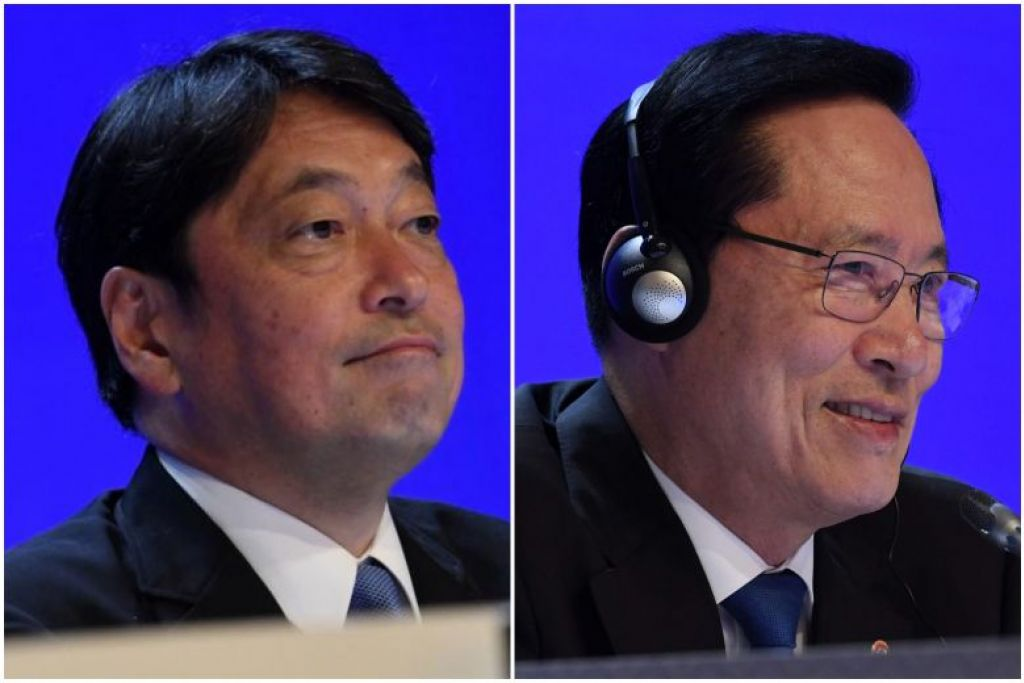 Menteri Pertahanan Jepun Itsunori Onodera (kiri)  berkata Korea Utara tidak harus diberi ganjaran semata-mata jika ia bersetuju mengadakan dialog. Namun, Menteri Pertahanan Korea Selatan Song Young Moo berkatra dialog dengan Korea Utara tidak akan berganjak ke hadapan jika ia ditumpukan kepada perbezaan semata-mata.