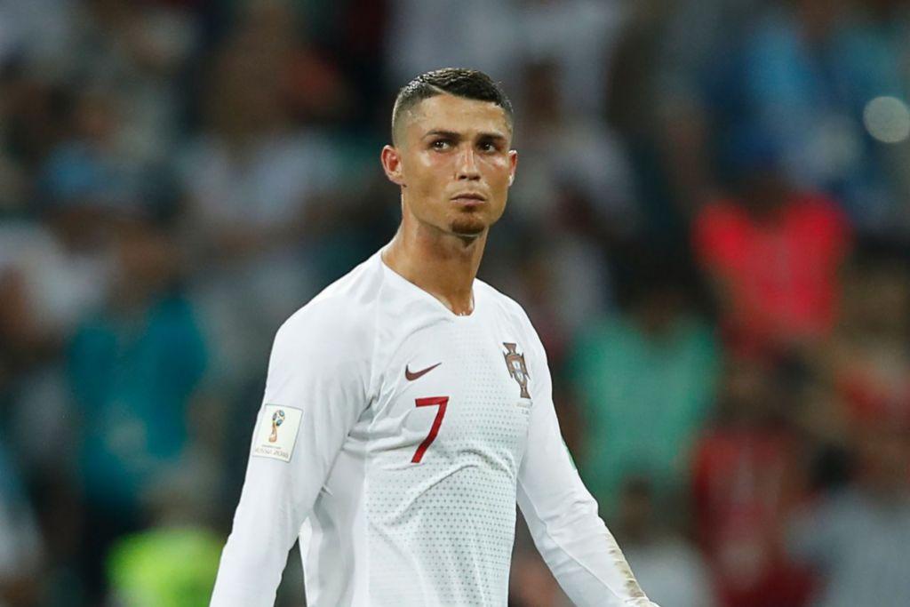 TEWAS: Cristiano Ronaldo dari Portugal semasa perlawanan dengan Uruguay dalam pusingan kalah mati Piala Dunia 2018.