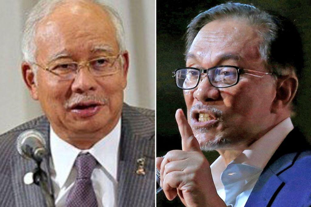 TERDIAM: Datuk Seri Anwar Ibrahim (kanan) berkata Datuk Seri Najib Tun Razak (kiri) terdiam selepas diarah berurusan dengan Tun Dr Mahathir Mohamad. - Foto-foto fail