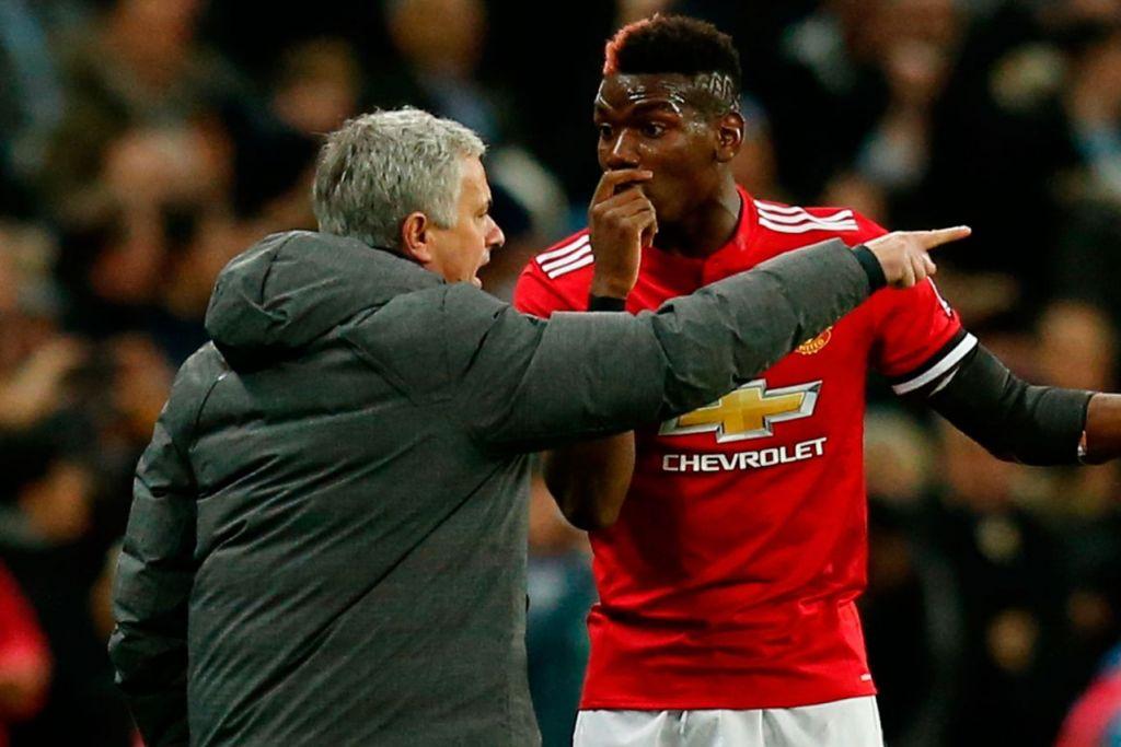 KINI TEGANG : Pengurus Manchester United, Jose Mourinho (kiri) berkata dia tidak ada masalah dengan Paul Pogba (kanan) meskipun melucutkan jawatan pemain tengah itu sebagai naib kapten pasukan. - Foto fail