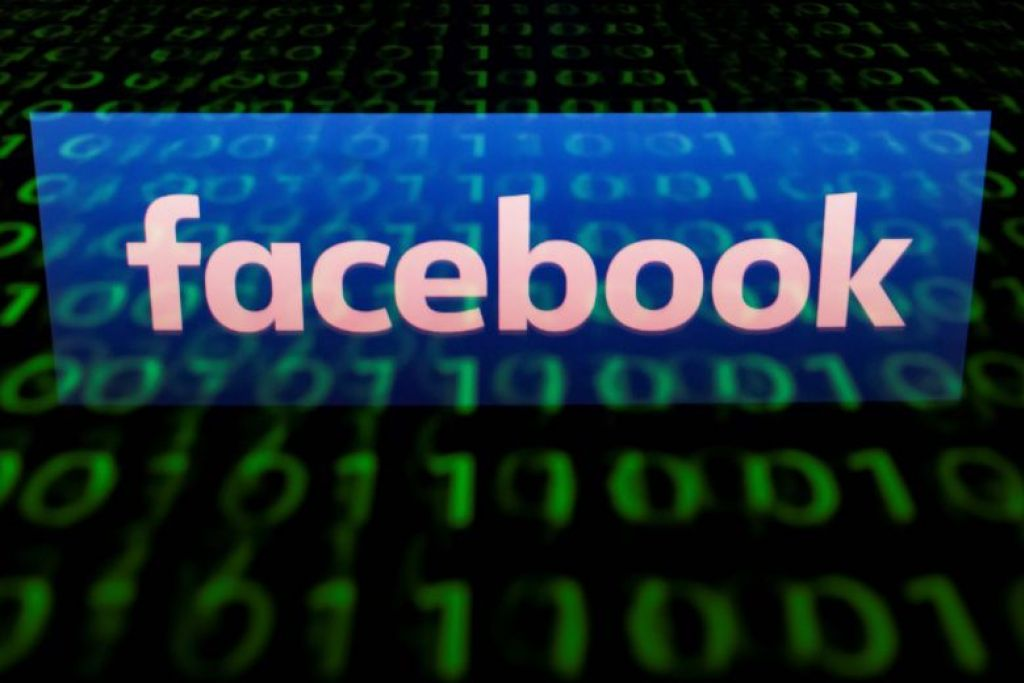 Ketua eksekutif Facebook, Encik Mark Zuckerberg menyifatkan penggodaman itu  'isu keselamatan amat serius'. - Foto AFP