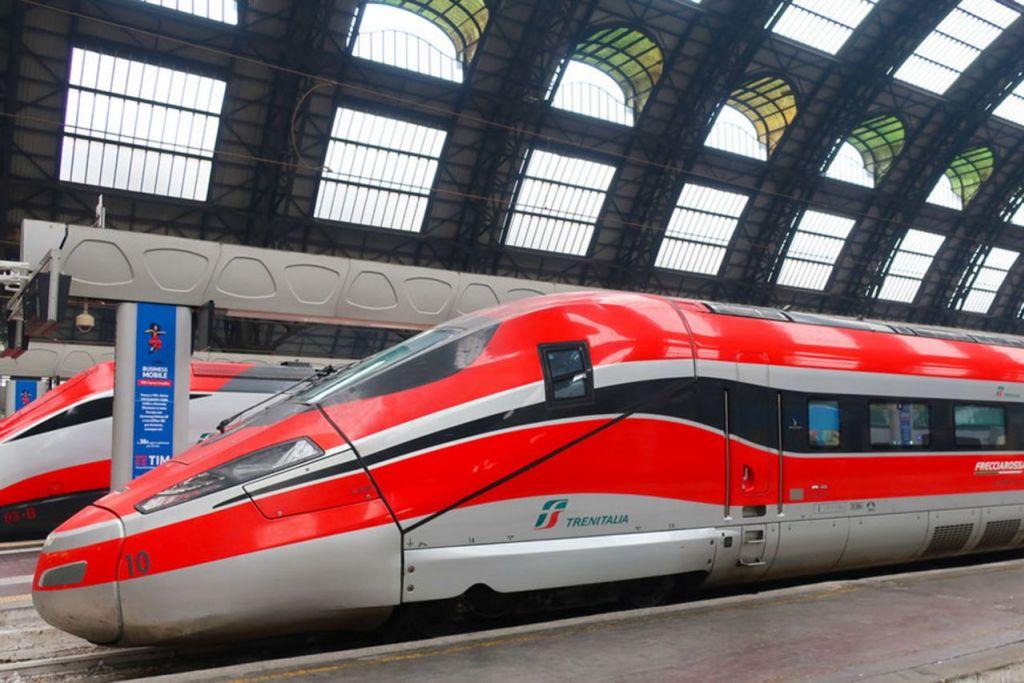DI ITALY: Bergelar Frecciarossa yang bermakna 'anak panah merah', tren paling laju di Eropah ini mampu membawa penumpang dari Milan ke Florence atau Rome dalam masa kurang tiga jam.   - Foto AFP
