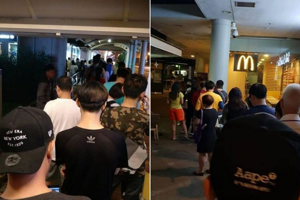 Gambar yang dimuat naik oleh pengguna media sosial hari ini menunjukkan barisan panjang di Seletar Mall, Waterway Point di Punggol, Bukit Batok, Hougang dan Bendemeer, antara lain.