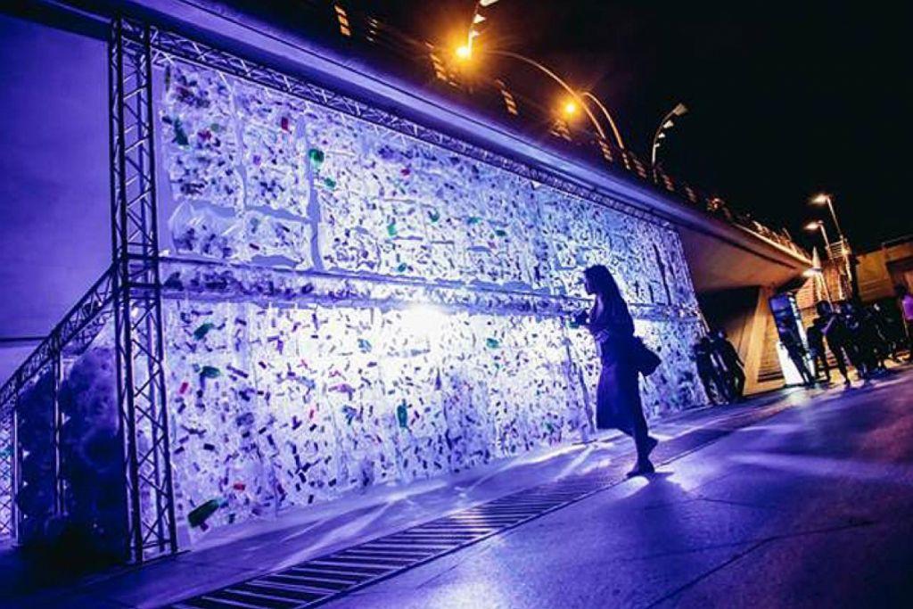 Marina Bay bergemerlapan dengan seni pemasangan lampu