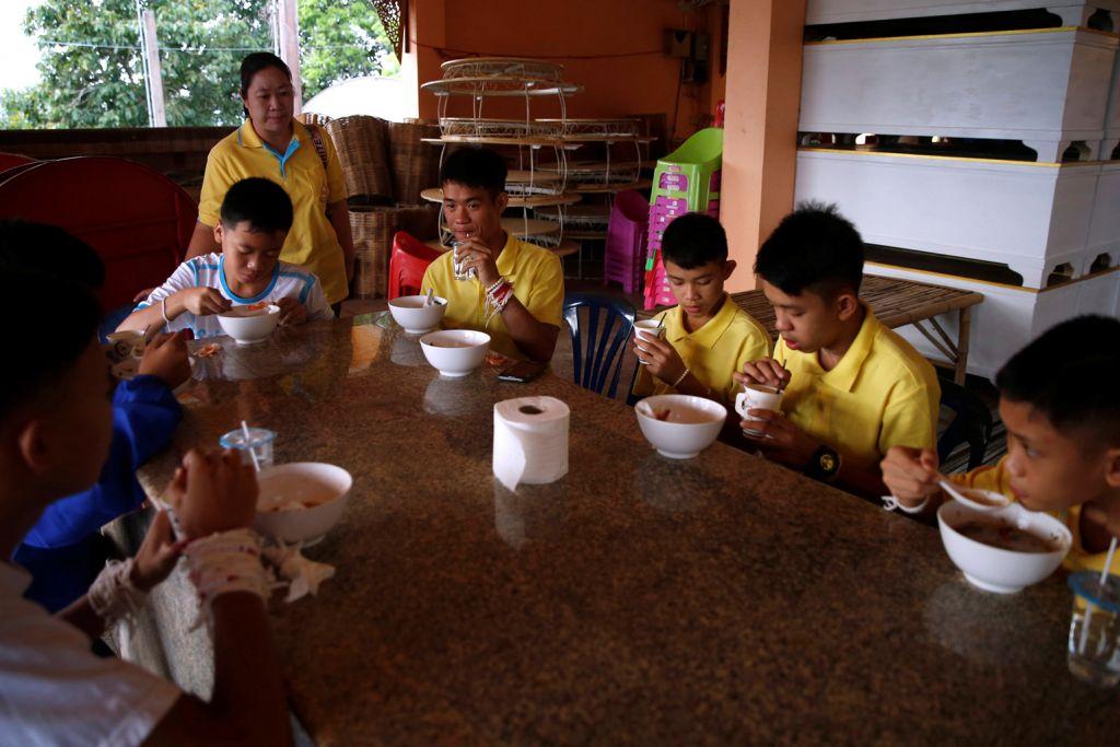 Remaja disambut meriah sebaik pulang kampung, sertai acara keagamaan