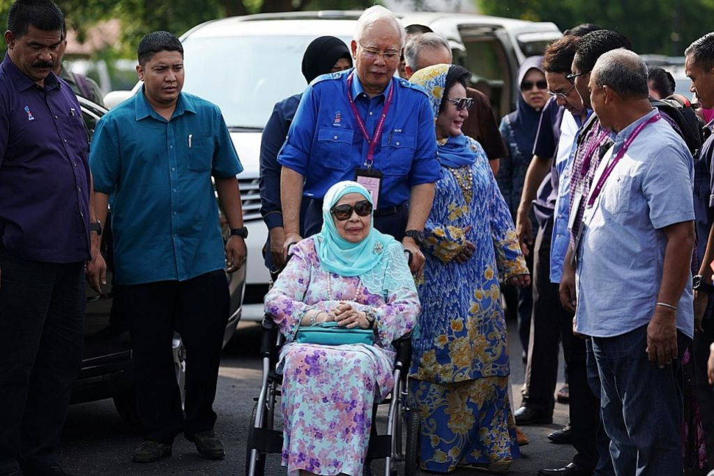 KES 1MDB Polis Malaysia serbu rumah ibu Najib