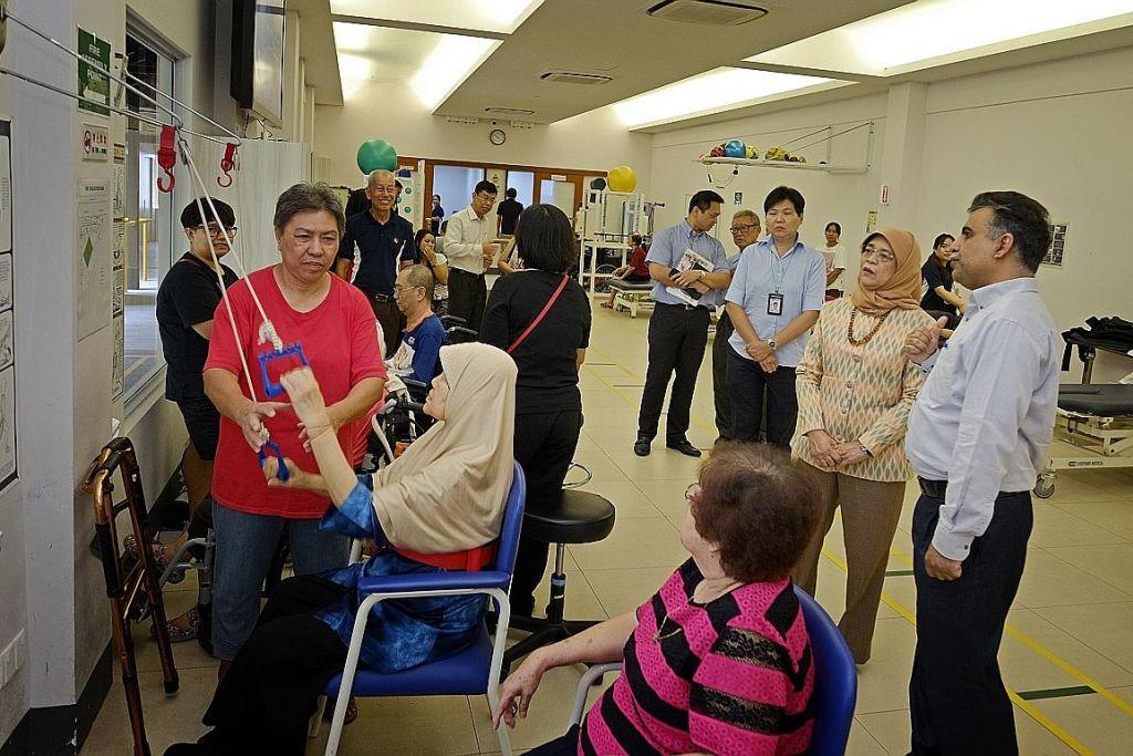 Presiden Halimah tinjau badan kebajikan orang kurang upaya