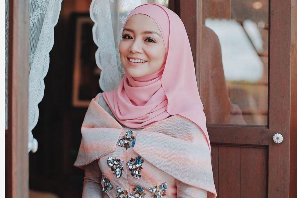 HADIAHKAN CINCIN KEPADA DIRI SENDIRI: Pelakon popular Malaysia Mira Filzah telah membeli cincin buat dirinya sendiri sebagai ganjaran usaha dan kerja keras yang telah dilaburkan sebelum ini ke dalam kerjaya seni. - Foto INSTAGRAM MIRA FILZAH