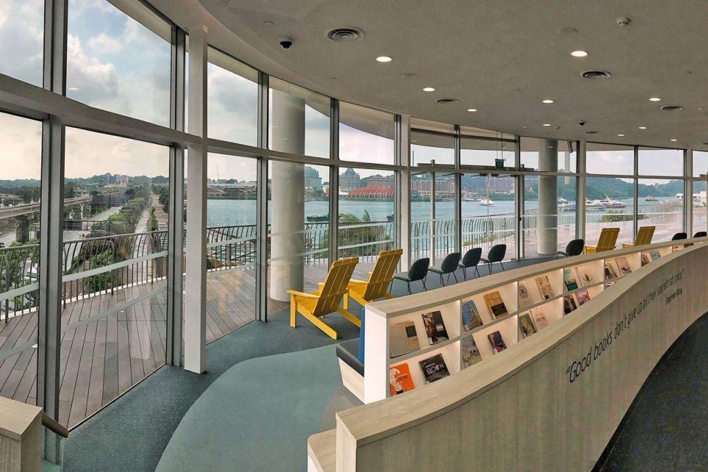 Nikmati pemandangan Sentosa di perpustakaan baru
