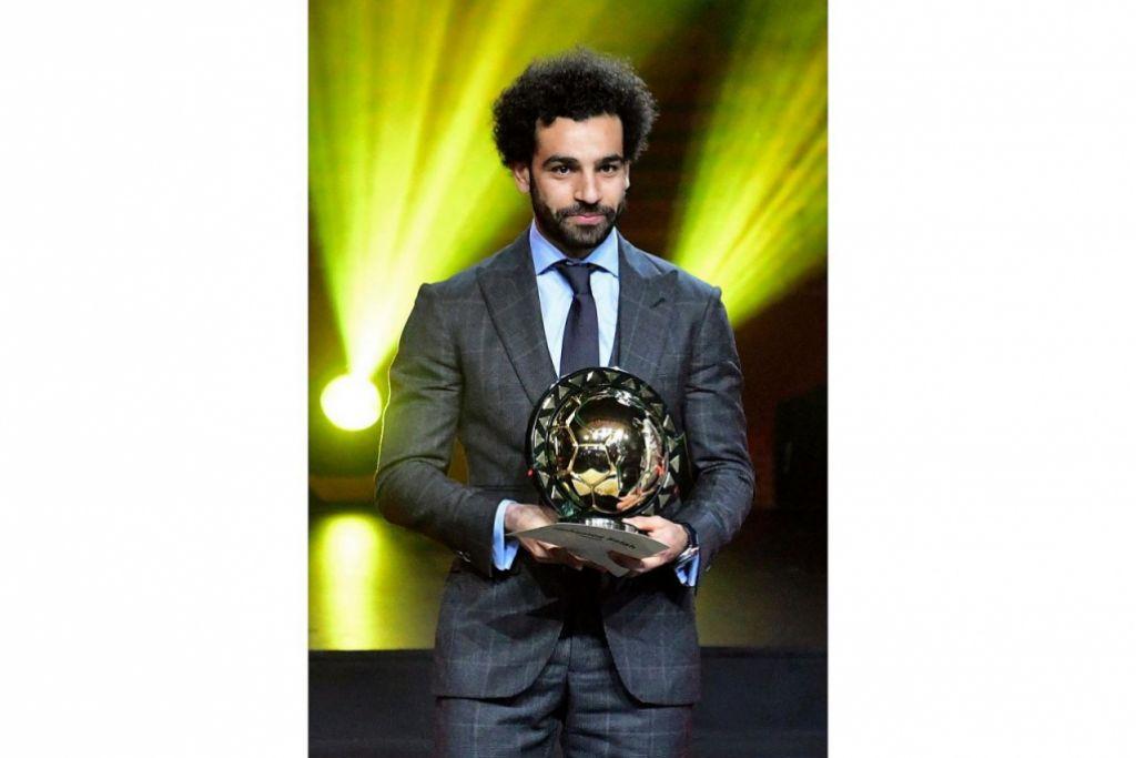 MENANG LAGI: Mohamed Salah membuktikan beliau pemain bola sepak terbaik Afrika sekali lagi selepas memenangi anugerah Pemain Terbaik Afrika lagi. - Foto AFP