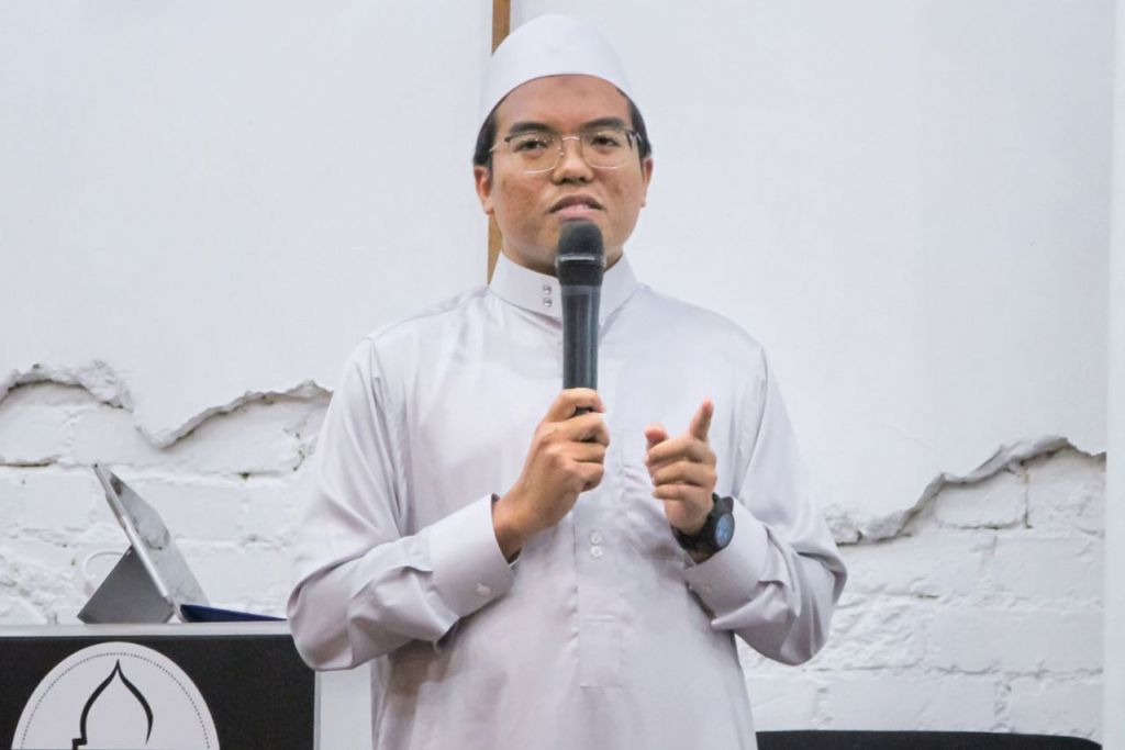 BANYAK KELEBIHAN PUASA: Ustaz Muhammad Irfan berkata puasa sunat antara lain dapat melatih seorang Muslim sifat bersabar, selain mensyukuri nikmat yang telah diberi Tuhan. - Foto ihsan MUHD IRFAN ABDUL RAHMAN