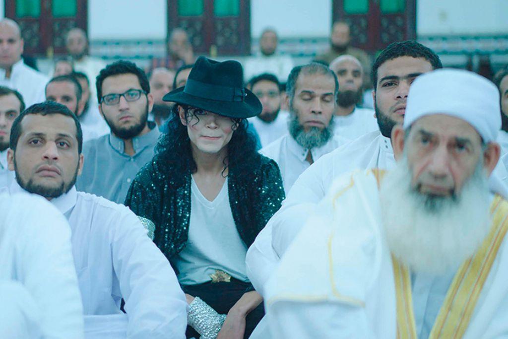 KESAN PEMERGIAN IKON MUZIK: 'Sheikh Jackson' merupakan filem Mesir yang menyelongkar kehidupan seorang ustaz yang digelar 'Jackson' oleh teman rapatnya menyusuli pemergian mengejut penghibur antarabangsa, Michael Jackson. - Foto-foto PERSATUAN FILEM SINGAPURA