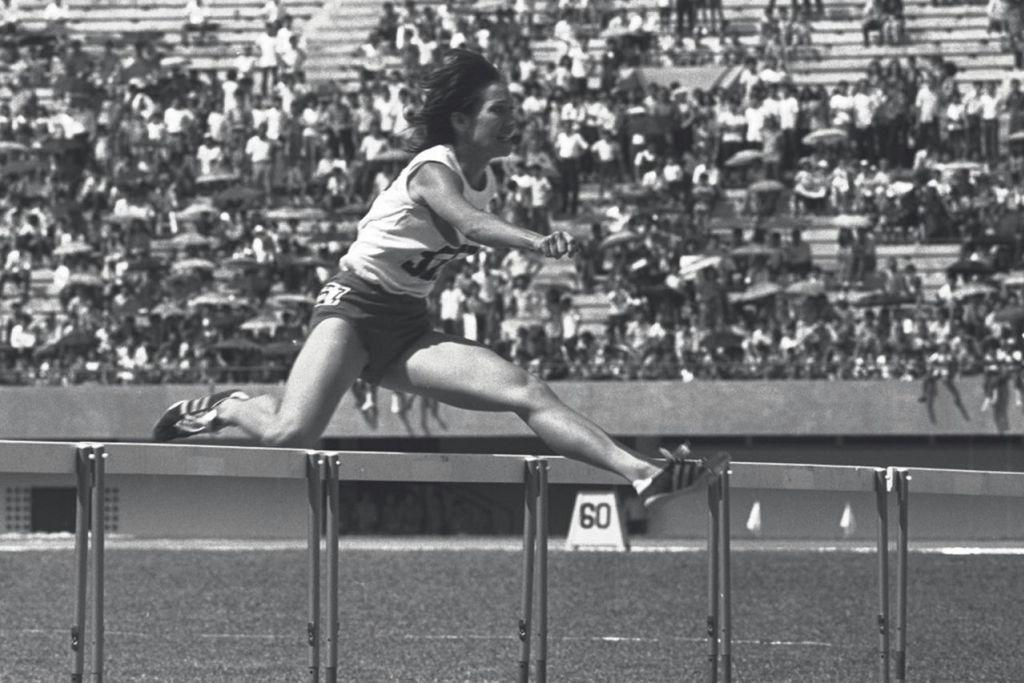 BEBERAPA ATLIT SEANGKATAN LAIN YANG TURUT CEMERLANG: Heather Merican - Ratu perlumbaan lompat berpagar Singapura yang turut memenangi dua pingat emas di temasya Sukan SEAP 1973 – melalui acara 100m lompat pagar dan 200m lompat pagar.