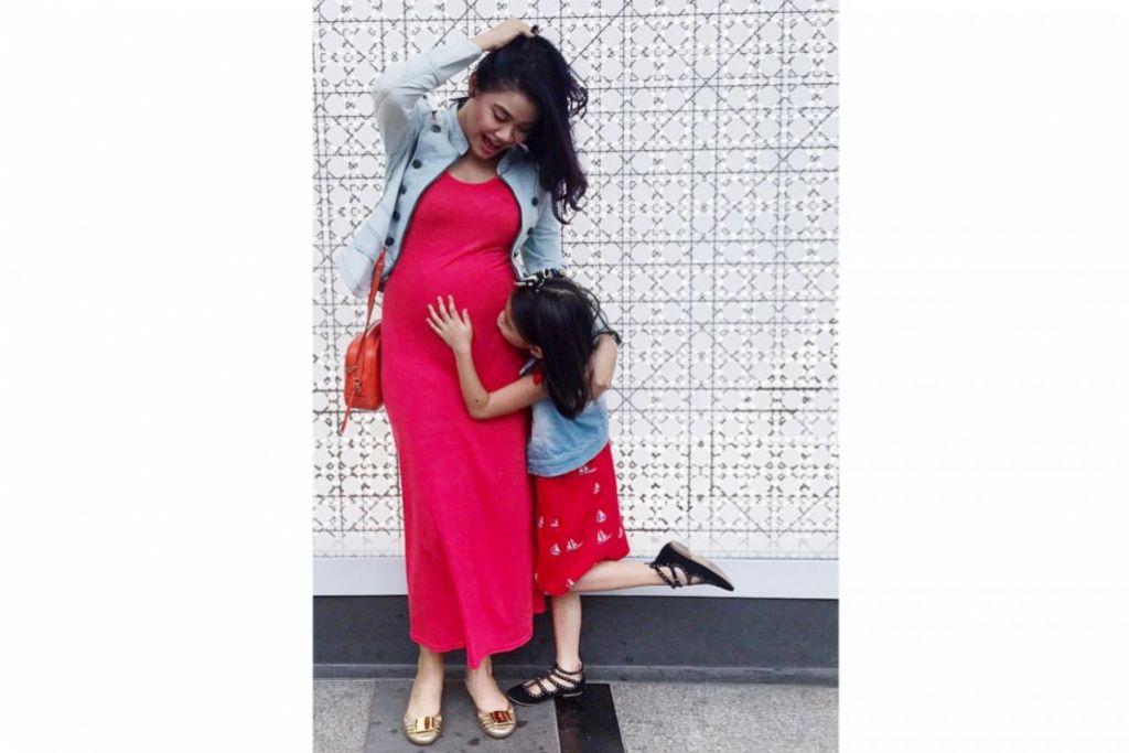 BAKAL SAMBUT BAYI PADA RAMADAN: Dalam keadaan mengandung anak kedua, Huda Ali masih ligat merakamkan penggambaran rancangan televisyen. – Foto INSTAGRAM HUDA ALI