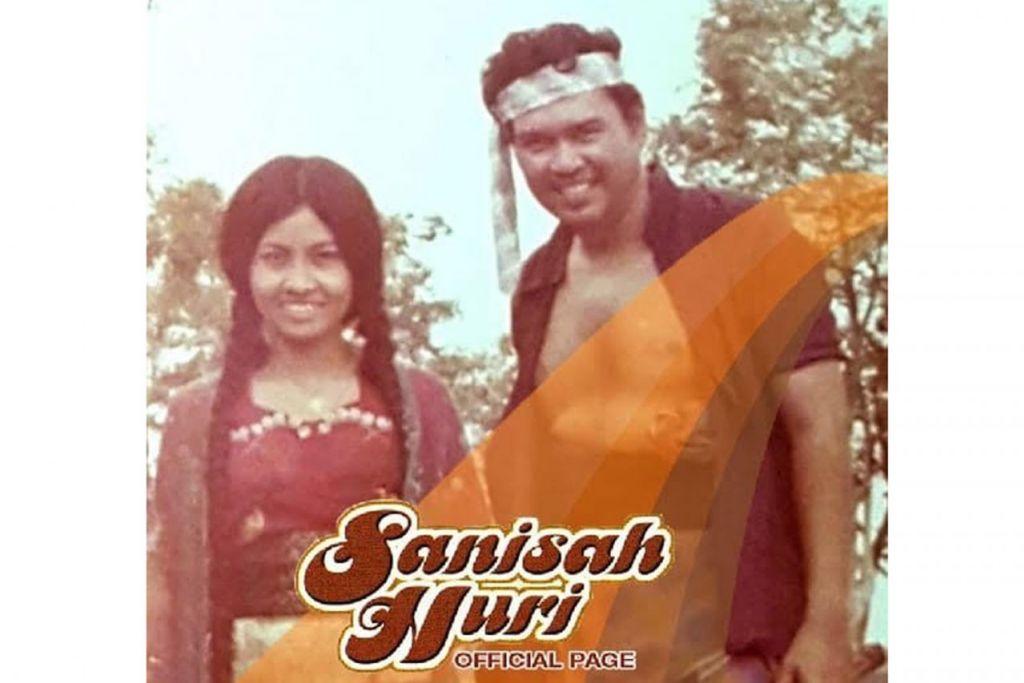 SEMPAT BERLAKON: Sanisah bersama Aziz Jaafar menjayakan drama purba 'Pembelot' bagi slot program popular televisyen, 'Sandiwara'. Foto ini antara yang dimuatnaik dalam laman media sosial Sanisah Huri Fan Page. - FOTO SANISAH HURI FAN PAGE