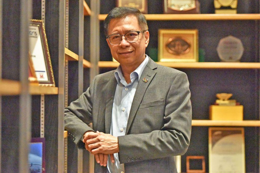 PERANAM BARU: Pengalaman Dr Ahmad Magad dalam politik dan bertugas di syarikat berbilang negara (MNC) berguna bagi pembangunan Persekutuan Perkilangan Singapura (SMF). - Foto BH oleh JOSEPH CHUA