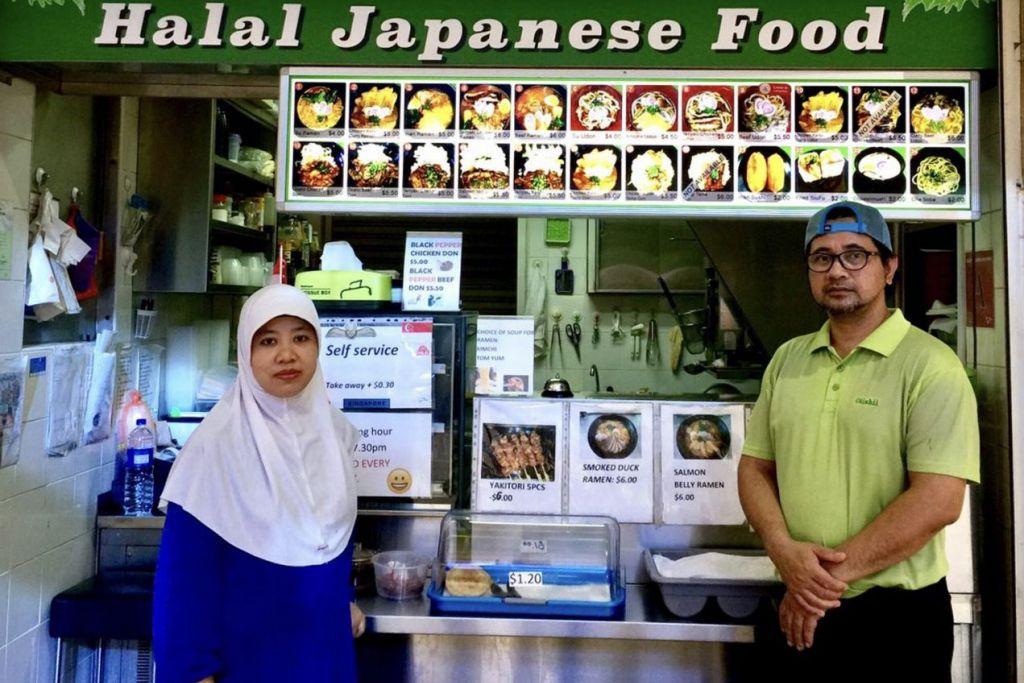 PENUHI SELERA PELANGGAN: Encik Ramli Ibrahim dan isterinya Cik Ning Asih perlu membuat kajian bagi menyediakan menu Jepun hahal seperti masakan Beef Udon. - Foto BH oleh ISMAWATI ISMAIL