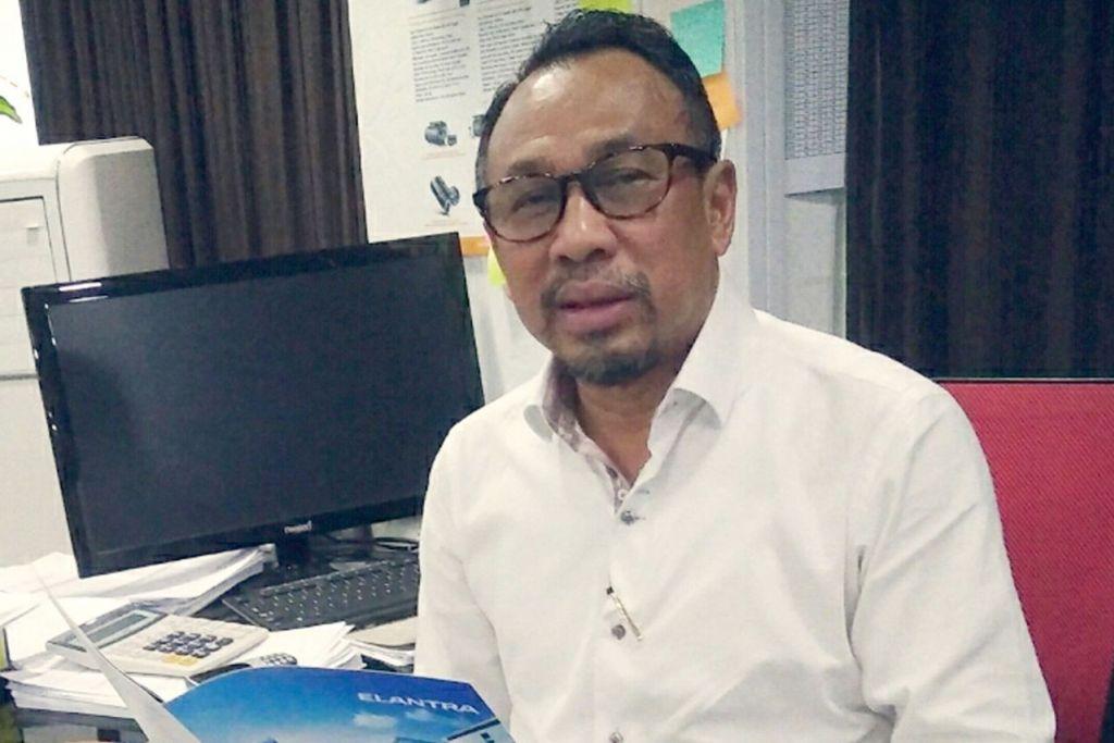 PELANGGAN BANYAK BERKURANG: Encik Mohd Raziff mandapati ramai pemilik kereta lebih suka memperbaharui COE selama lima atau 10 tahun, lantas menjejas pasaran kereta terpakai. - Foto BH oleh SAINI SALLEH