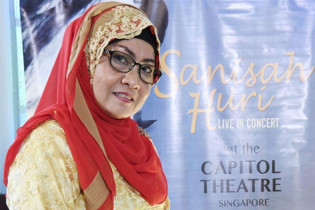AKUR: Penyanyi veteran, Sanisah Huri berharap agar peminatnya bersabar menantikan persembahannya. - Foto fail