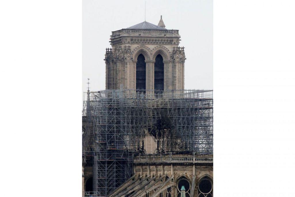 KESAN KEBAKARAN: Beginilah keadaan gereja besar Notre-Dame selepas kebakaran. - Foto Reuters