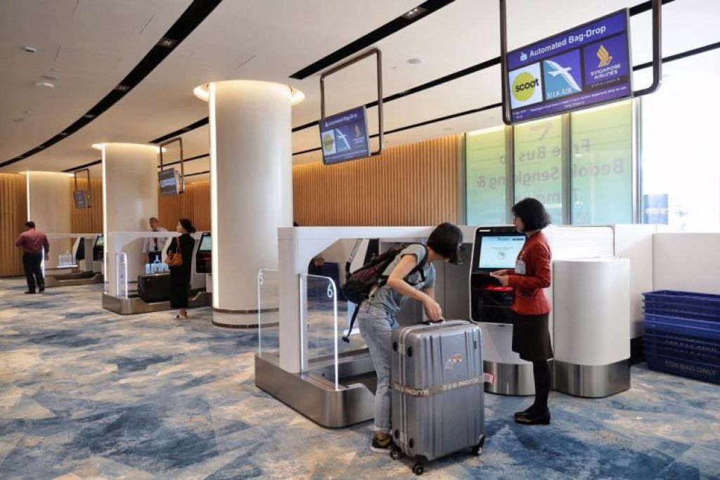 Jewel Changi Airport opens its doors; first few travellers at early check-in counters