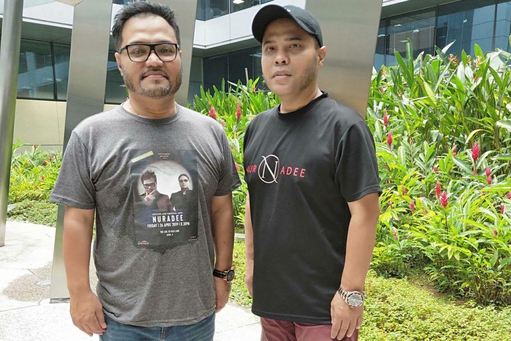 TERUS AKTIF BERSENI: Adee (kiri) dan Nur mahu terus aktif dalam bidang seni yang memang mereka minati sejak dulu. - Foto BM oleh HANIM MOHD SALEH