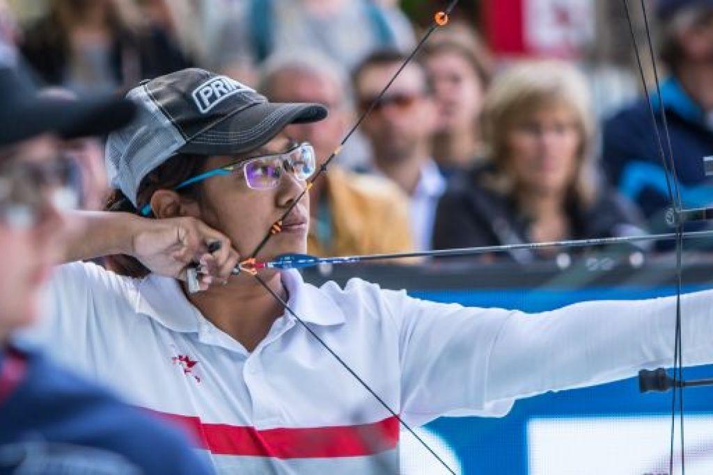 Nur Syahidah Alim menajadi pemanah juara dunia pertama Singapura setelah menewaskan pesaingnya dari Britain, Jessica Stretton. FOTO: WORLD ARCHERY
