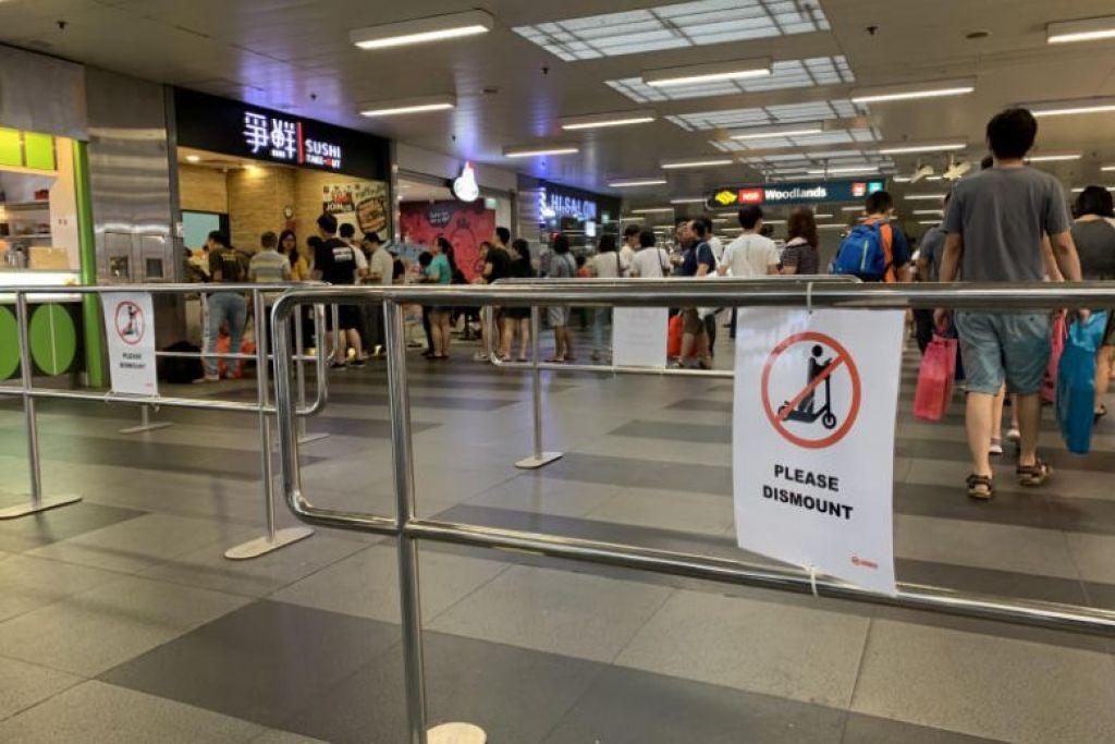 Adangan besi yang diletakkan di stesen MRT Woodlands bagi menggalakkan pengguna PMD turun dari peranti masing-masing di sana demi keselamatan mereka dan orang lain. FOTO: TOH TING WEI