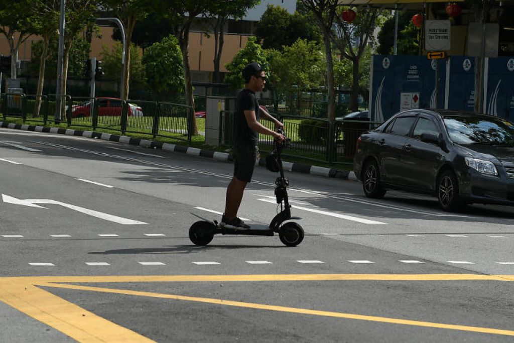 Naik e-skuter tidak berdaftar satu kesalahan mulai 1 Julai. FOTO: FAIL ST