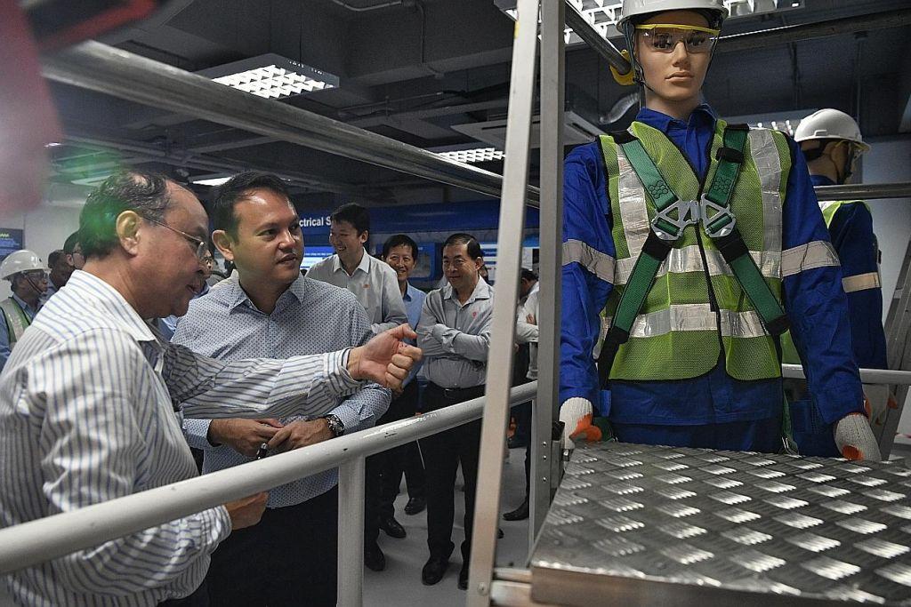 Sekolah keselamatan sektor binaan latih pekerja guna realiti maya